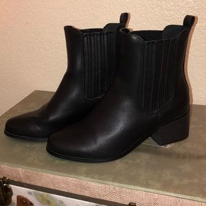 Forever 21 Black Booties (size 5.5 but fit 6.5)